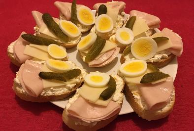 Chlebíčky s česnekovo-sýrovou pomazánkou